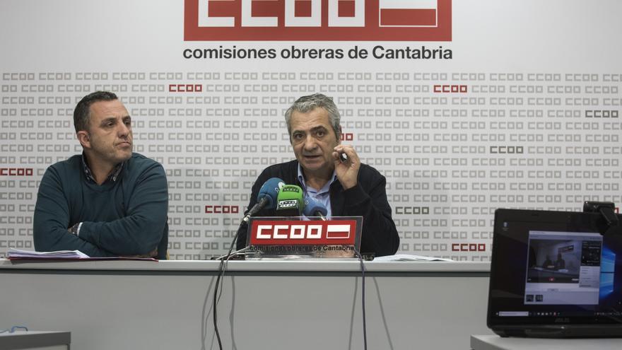 Los líderes de UGT y CCOO en Cantabria, Mariano Carmona y Carlos Sánchez.   JOAQUÍN GÓMEZ SASTRE