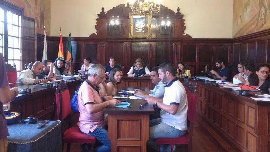 En la imagen, sesión del pleno de Los Llanos de Aridane celebrado este viernes. Foto: CLAUDIA PAIS.