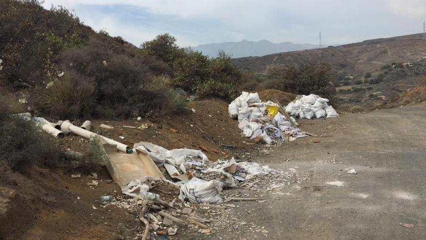 Escombros ilegales en el municipio de Telde.