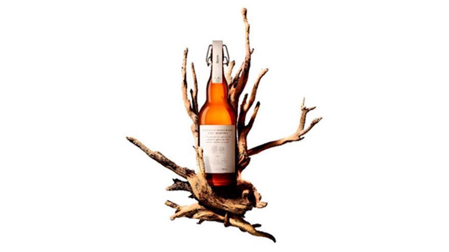Damm lanza una edición limitada de su cerveza madurada con madera de roble y castaño.