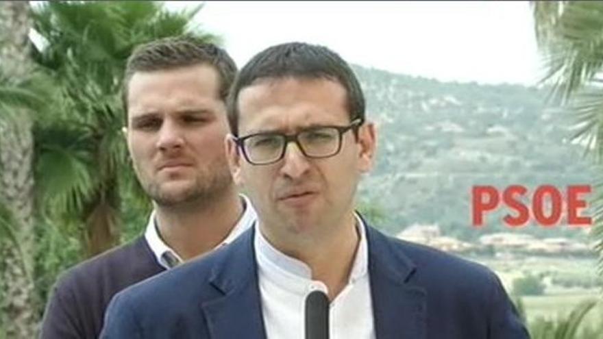 """Gutiérrez (PSOE) pide """"consensos"""" a Rajoy o de lo contrario """"España le va a explotar en las manos"""""""