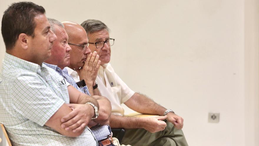 Luis Troya, exconcejal del Ayuntamiento de Santa Brígida, Pedro Morales, empresario, Santiago y Jacinto Hernández, interventores municipales.