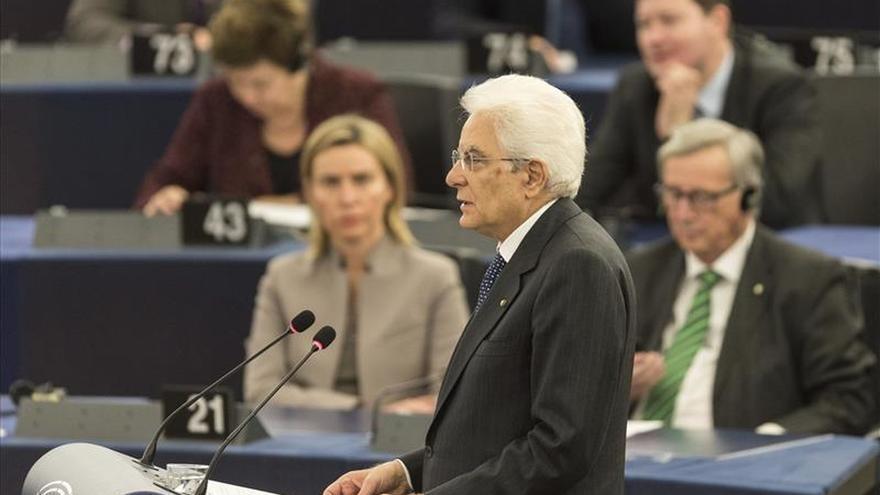 Mattarella apela a la unidad contra terrorismo en su primer discurso en el PE