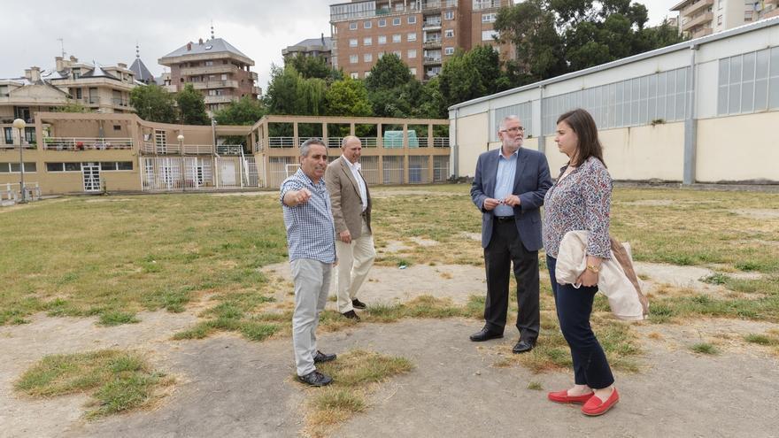 El Gobierno regional aporta 115.000€ para una nueva pista deportiva y estudia recuperar el Cargadero de Dícido