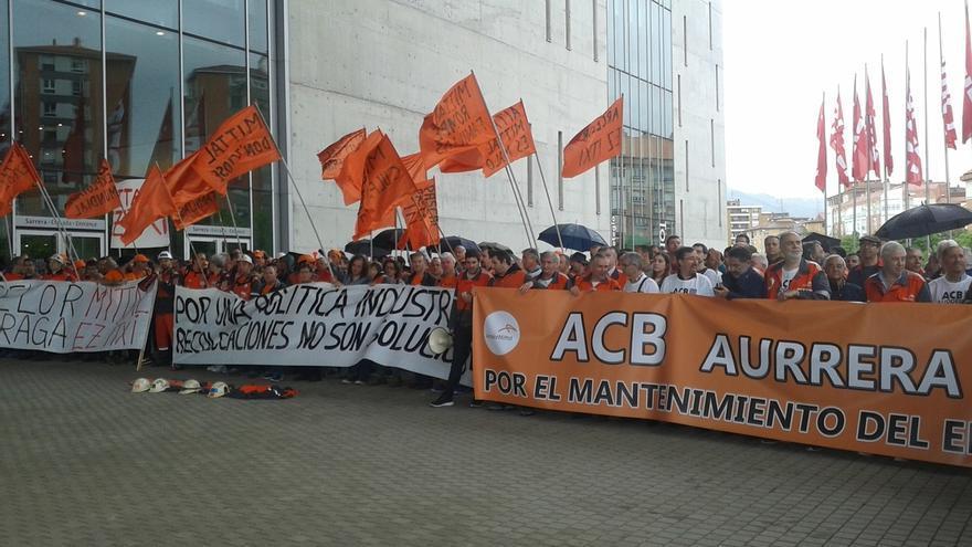 """Urkullu traslada a comités de Arcelor en Euskadi que """"quizá la solución"""" pasa por otros inversores"""