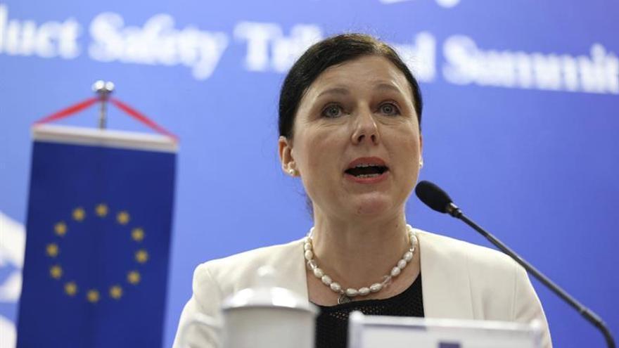 La Comisaria europea ve más igualdad en el sector privado de China que en el público