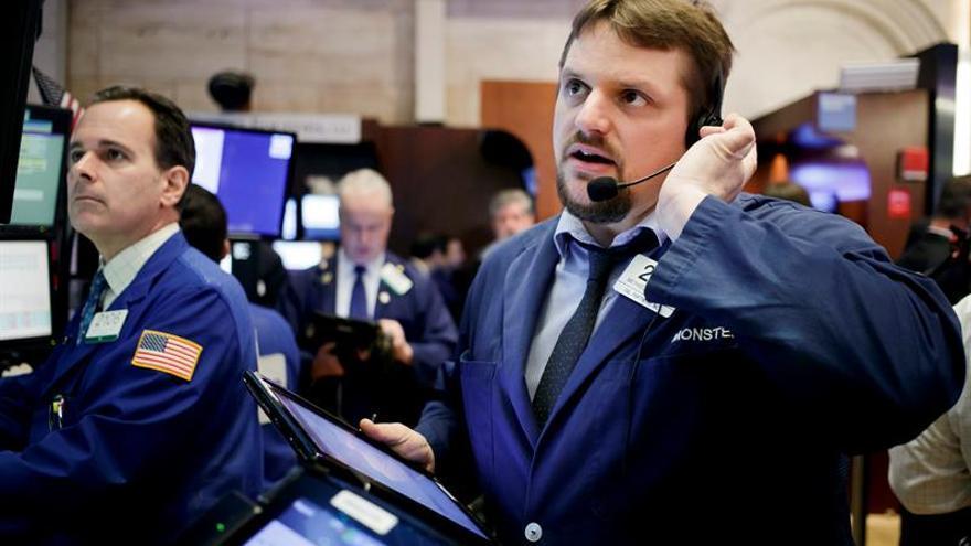 Wall Street amplía las ganancias y el Dow Jones sube un 0,90 % a media sesión
