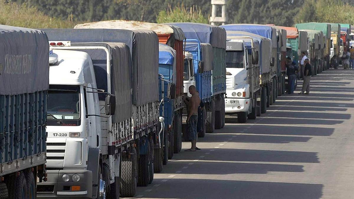 El puerto de Rosario recibió ayer casi 60% camiones menos que en el promedio diario de la semana pasada