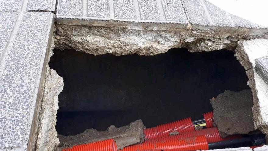 El Cabildo estudia los daños en el muro de contención de la Avenida Marítima por el oleaje para planificar la reparación