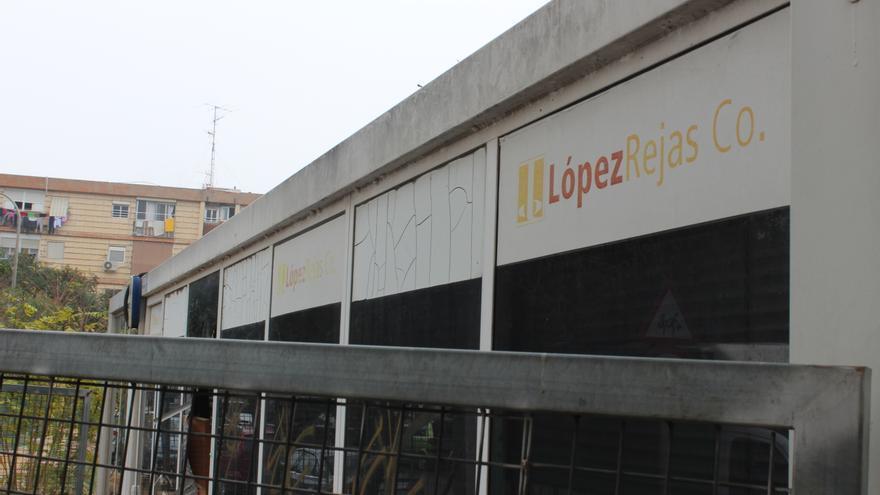 Caseta de ventas abandonada junto al solar de la antigua guardería pública de La Paz / PSS