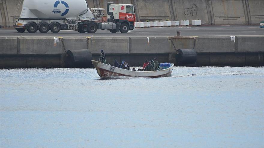 Salvamento rescata una patera que se encontraba a la deriva con 36 personas