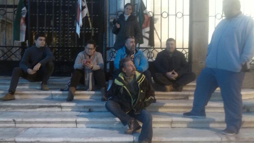 Campamento Dignidad en la catedral de Badajoz