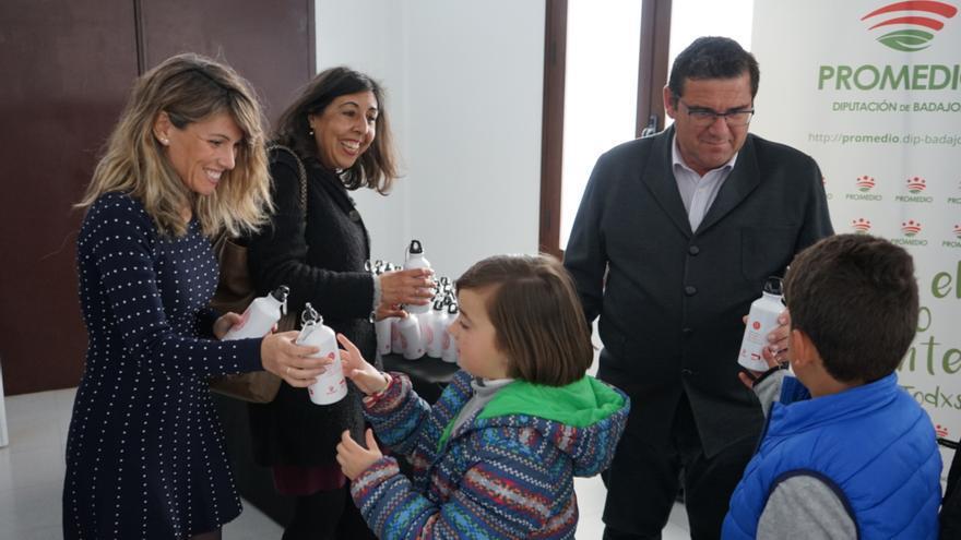 Los escolares, protagonistas de la campaña a favor del consumo de agua del grifo