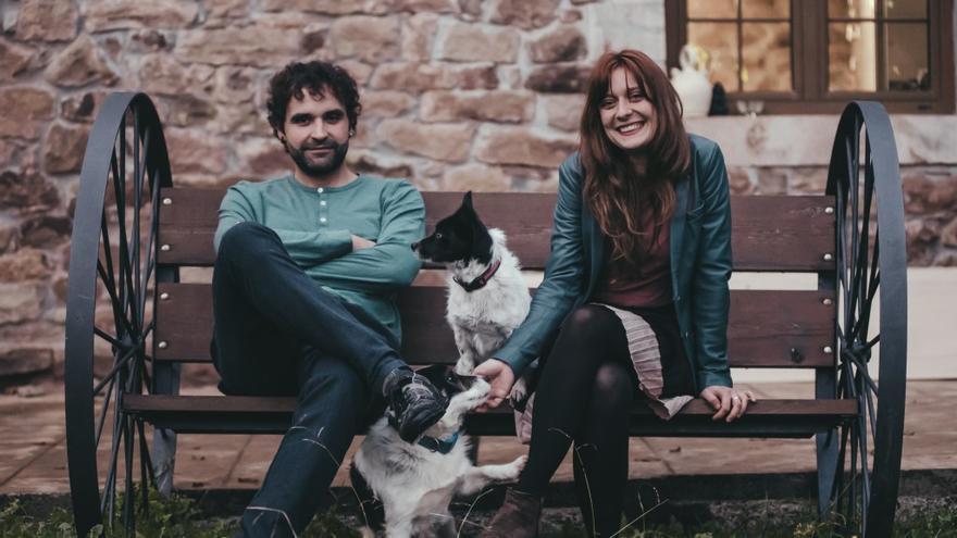Nahúm Cobo y Yenia Popova, integrantes de la banda cántabra Chebú.   VÍCTOR VÉLEZ