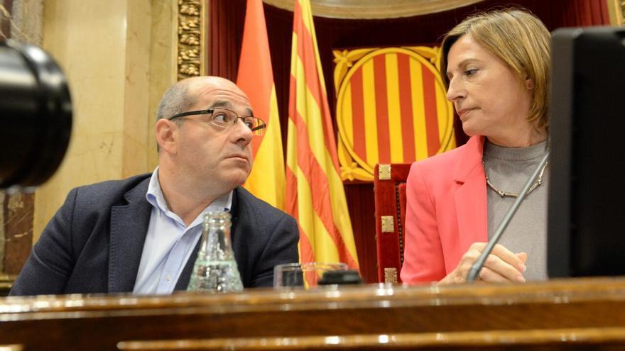 La presidenta del Parlament de Catalunya, Carme Forcadell, y el vicepresidente primerlo, Lluís Guinó