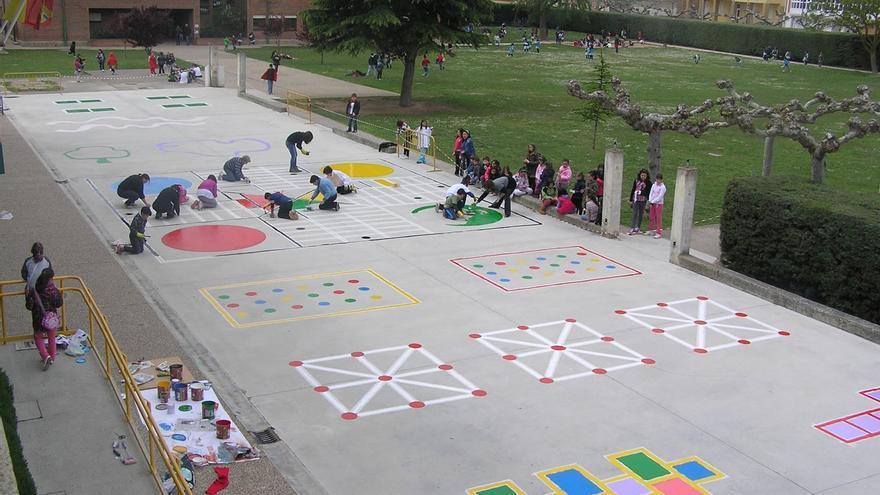Ejemplo de distribución de espacios en un patio de colegio coeducativo