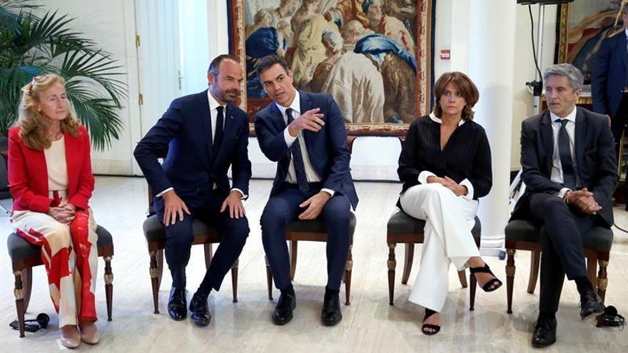 España y Francia reivindican la dignidad de las víctimas en la derrota de ETA