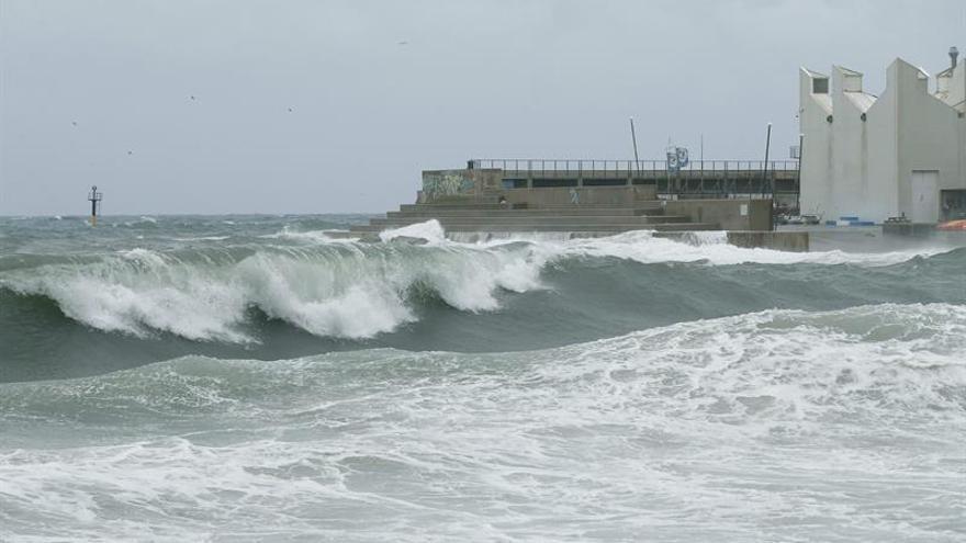 Alerta en Cataluña por fuertes rachas de viento y olas de hasta 6 metros