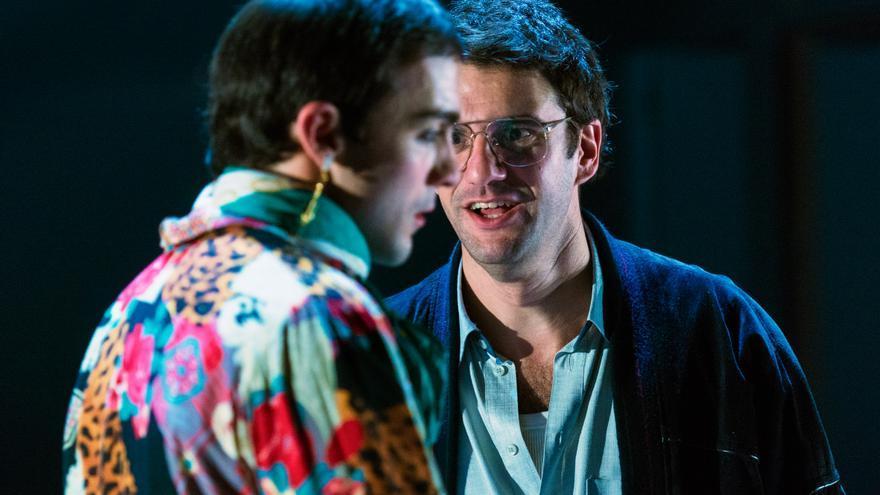 Quim Àvila, en primer plano como Belice en 'Àngels a Amèrica', de David Selvas / Felipe Mena (Teatre Lliure)