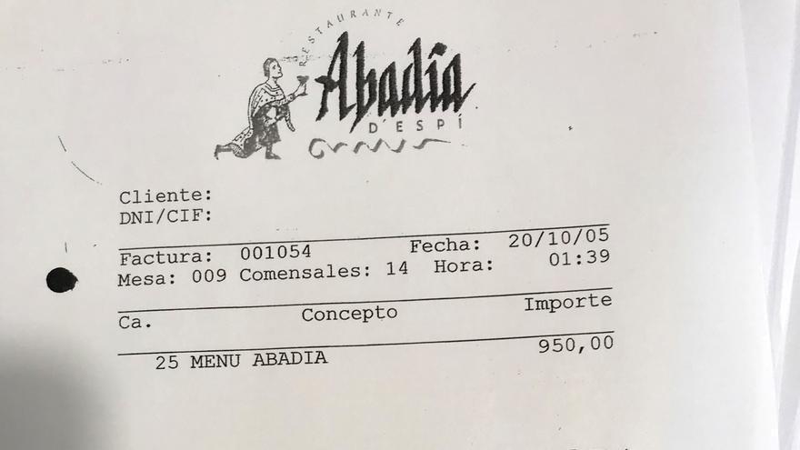 Una factura de una comida en un restaurante