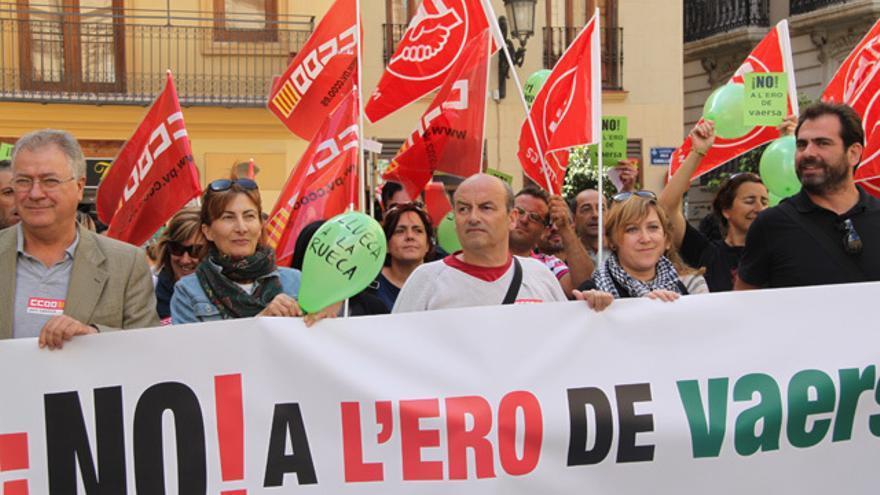 Los trabajadores de Vaersa afectados por el ERE concentrados a las puertas del palau de la Generalitat