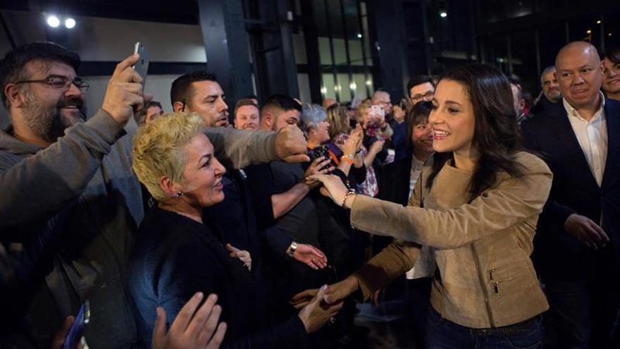 """Arrimadas califica de nuevo insulto """"machista"""" un poema del actor Toni Alba"""