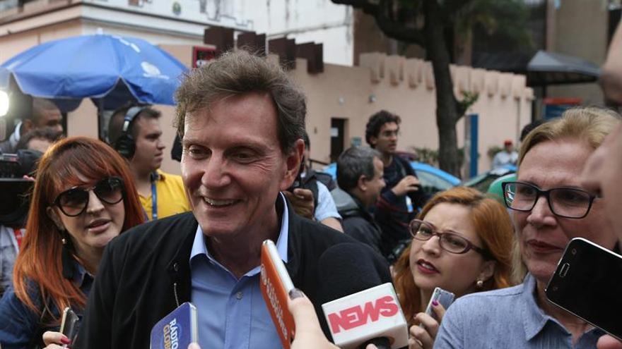 El obispo evangélico Crivella se impone en las elecciones de Río de Janeiro.