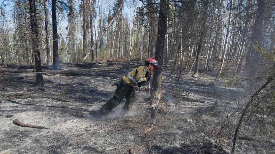 Trudeau afirma que Canadá no necesita ayuda internacional contra el masivo incendio