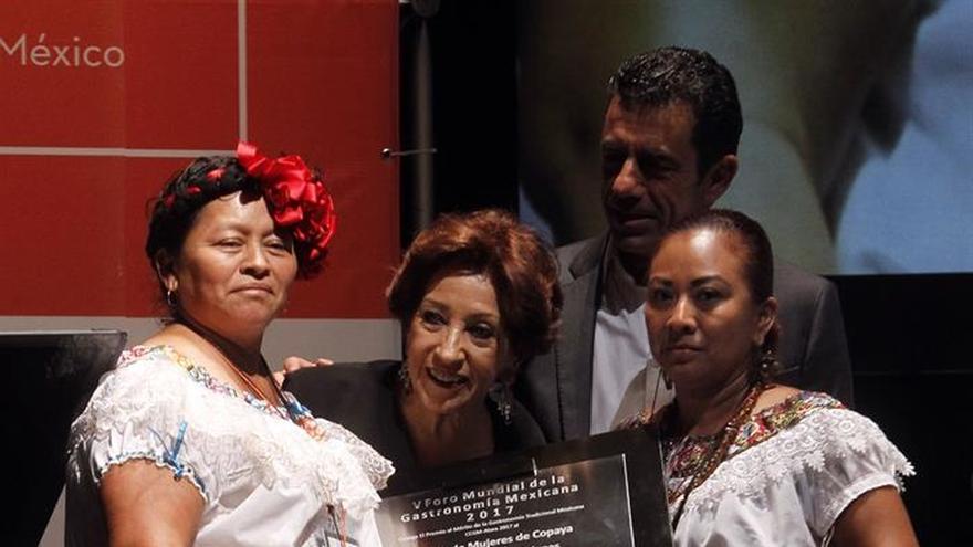 Mujeres de Copoya ganan primer Premio al Mérito de la Gastronomía Mexicana