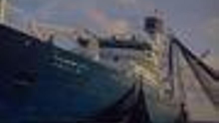 """La tripulación del 'Alakrana' recupera el contacto con los familiares y confirma que se encuentra """"bien"""""""