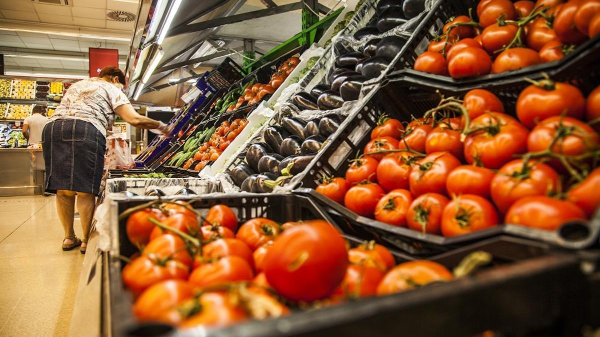 Productos de Frutas Valverde en un supermercado Deza de Córdoba