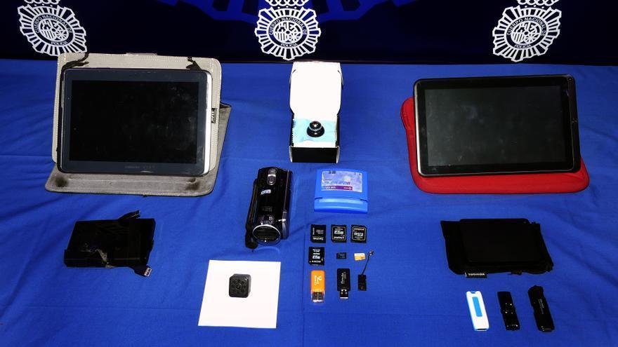 Camáras y dispositivos informáticos intervendos al trabajador de Konecta que grababa a sus compañeras en el baño.