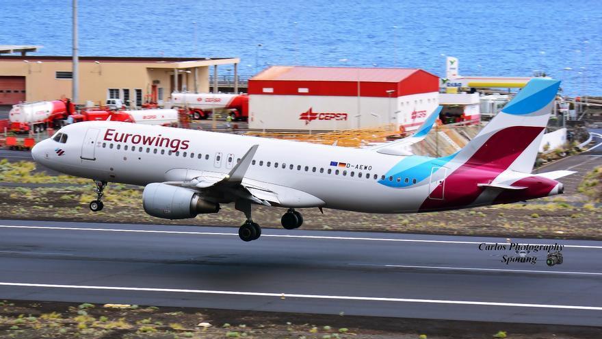 Aterrizaje de un Airbus 320 de Eurowing el pasado 4 de noviembre en La Palma. Foto: CARLOS PHOTOGRAFY SPOTTING