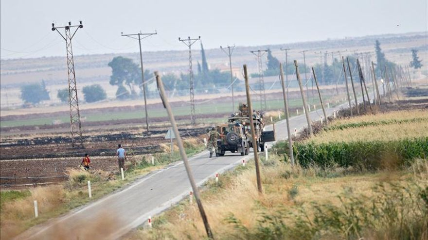Un tanque turco patrulla a lo largo de la frontera con Siria cerca de la localidad de Kilis, en el sureste de Turquía, en julio de 2015.