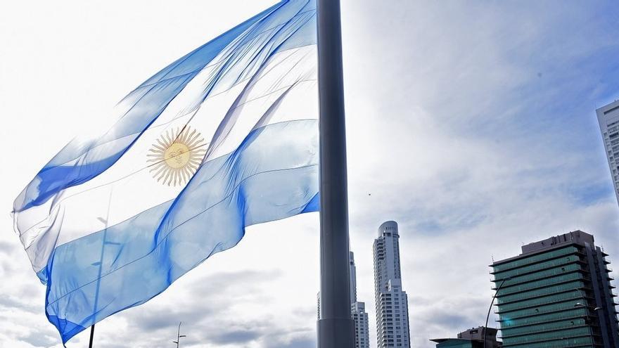 El color y el idioma de la bandera argentina
