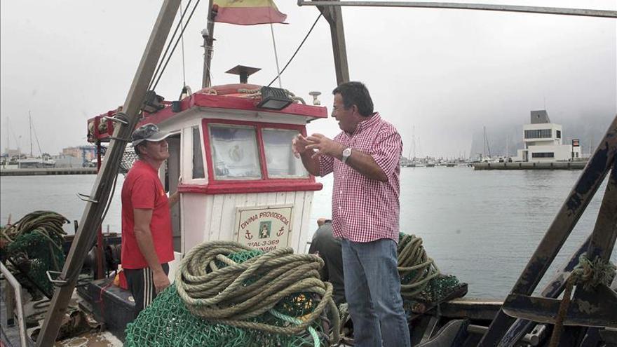 La cofradía española inspira a los pequeños pescadores de otros puertos