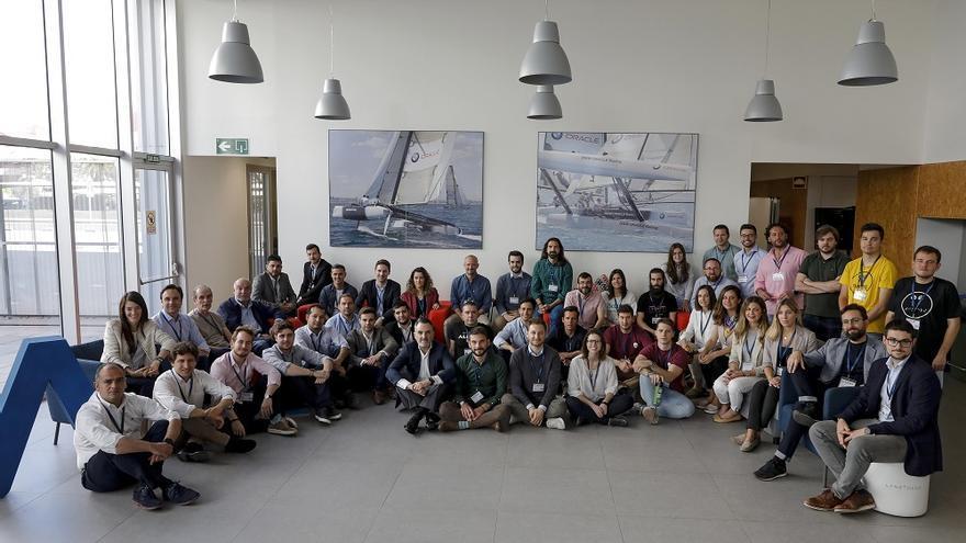 Representantes de las 28 empresas con Javier Jiménez, director general de Lanzadera