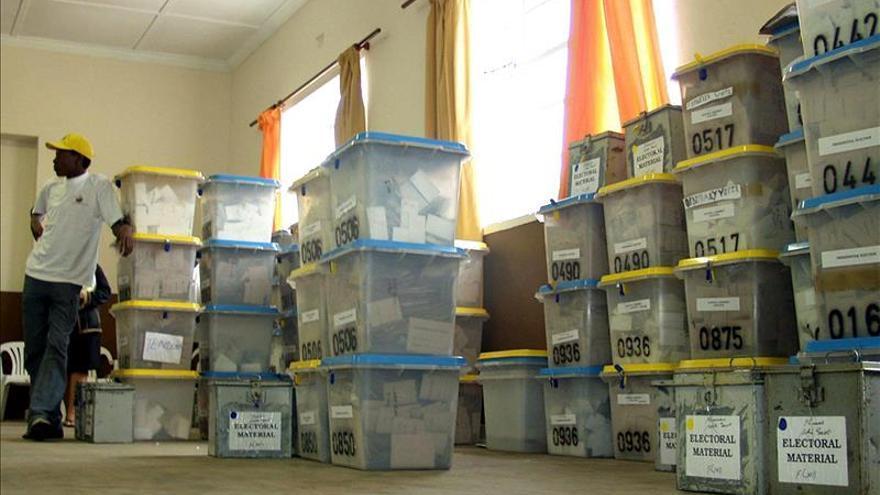 Los namibios empiezan a votar en las elecciones presidenciales y legislativas