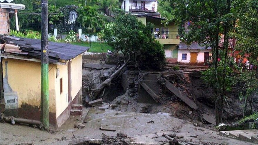 Desalojan temporalmente por prudencia la zona afectada por avalancha en Colombia