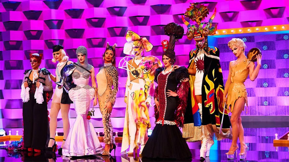 Las concursantes de 'Drag Race España' durante el desfile con diseños inspirados en sus raíces