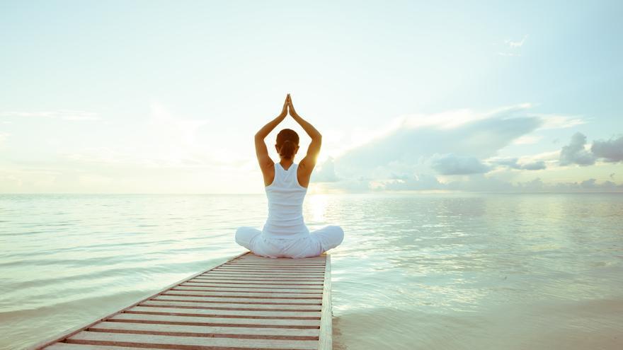 El Hatha yoga se emplea actualmente para definir una práctica de posturas pausada y profunda.