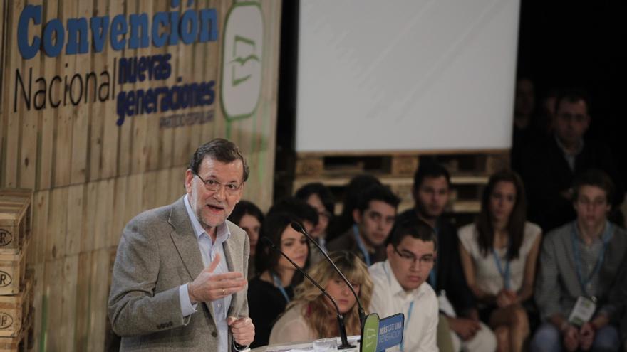 """Rajoy dice que ya se ve la luz """"al final del túnel"""" pero se compromete a no levantar """"el pie del acelerador"""""""