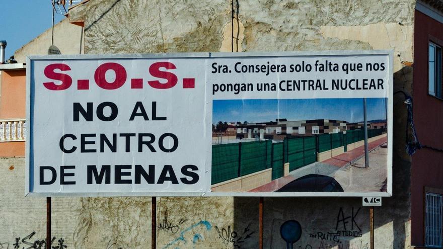Cartel en Santa Cruz en contra del centro de menores / CARLOS TRENOR