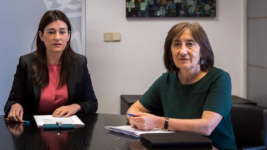 Dimite la secretaria de Sanidad, que defiende legalidad del contrato de hija