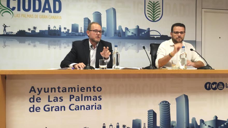 El concejal de Movilidad y Ciudad de Mar del Ayuntamiento de Las Palmas de Gran Canaria, José Eduardo Ramírez y el director general de Movilidad, Heriberto Dávila