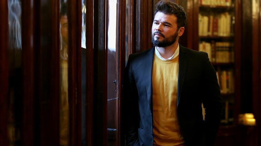 Gabriel Rufián en la biblioteca del Congreso