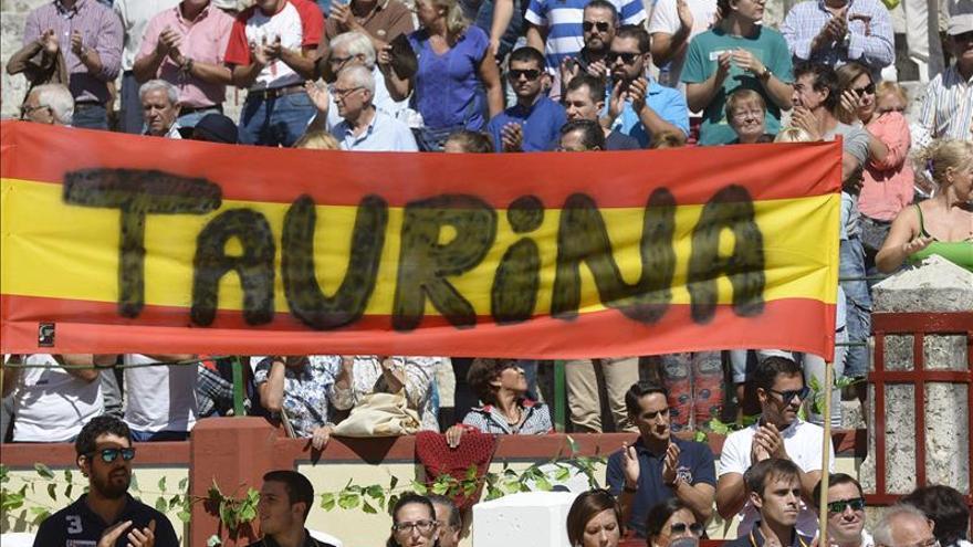 Más de 5.000 aficionados defienden en Valladolid su derecho a la tauromaquia