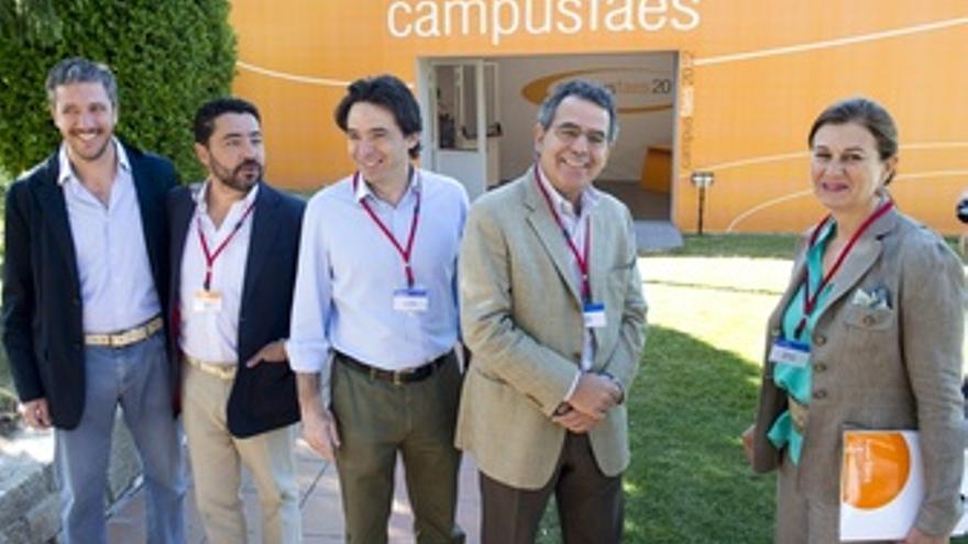Percival Manglano Y Pablo Arias Junto A Otros Ponente Del Curso De FAES