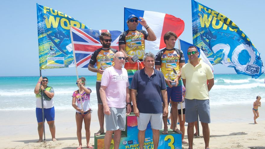 """Antoine Albeau se proclama campeón de la prueba de """"Slalom"""" en Fuerteventura."""