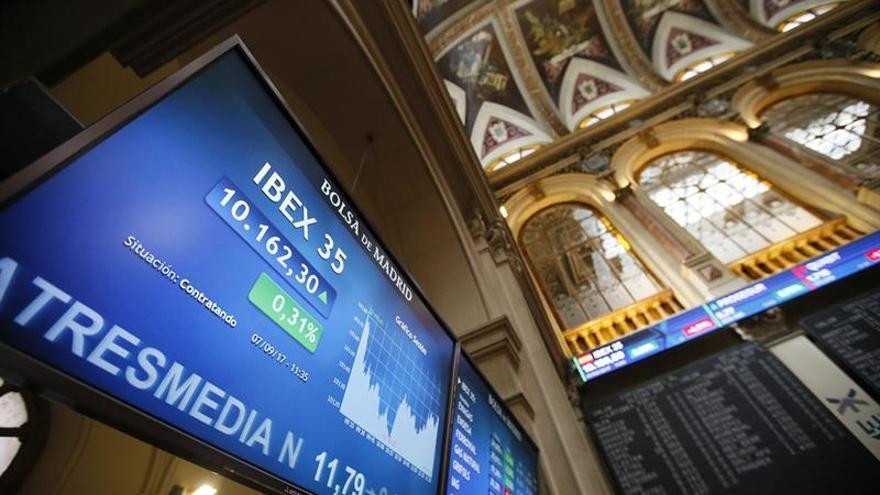 El IBEX 35 pierde un 0,22 % tras la apertura y cae hasta los 10.347 puntos